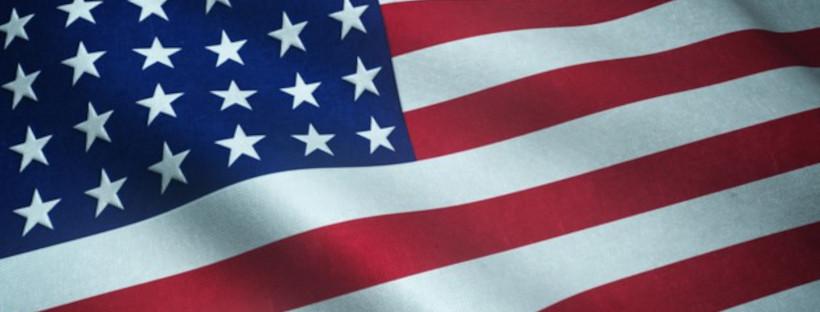 drapeau américain flottant au vent